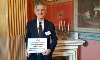 Tilmann Märk wurde in Prag für seine wissenschaftlichen Leistungen ausgezeichnet.