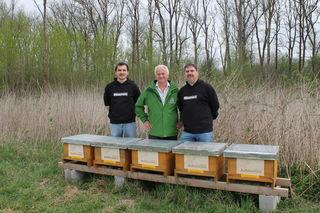 Maksimilijan Grgic, Günter Achleitner und Markus Bleich begrüßen die Ankömmlinge.