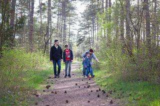 Fotocredits: Regina Courtier - Familie Soukup im Föhrenwald an der Fuchsenwaldstraße