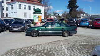 Total verpeilt oder überfordert? Dieser Lenker hat eine kreative Lösung für die Parkplatznot gefunden.