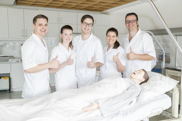 Thomas Kainer, Claudia Moisi, Gregor Mayerl, Katharina Steinmetz und Martin Tuller haben die für sie optimale Ausbildung zum Pflegeberuf an der Gesundheits- und Krankenpflegeschule Leoben gefunden.