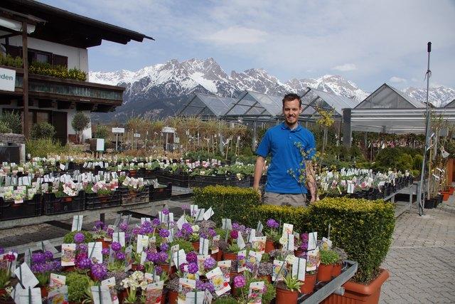 Florist Johannes Struber von der Gärtnerei Schwaighofer in Saalfelden setzt auf nachhaltige Methoden.