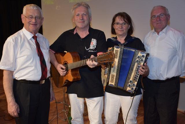 Echo der Heimat, Carlos und Margit, Baumgartenberg mit den Moderatoren Karl Grufeneder und Franz Fürst.