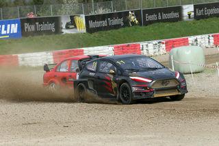 """Michael Pucher durfte sich in seinem Ford Fiesta RX 3 über den Sieg bei den """"SuperCars"""" freuen."""