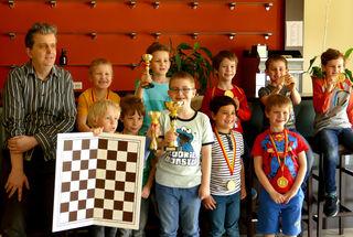 Die Kinder machten ihren Trainer Reinhold Achs sehr stolz.