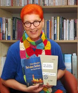 """Evelyne Weissenbach mit ihren beiden """"Luiserl""""-Bänden."""