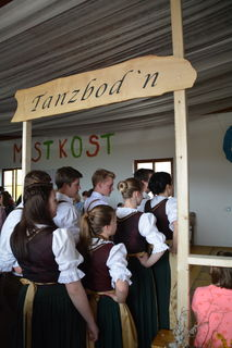 Die Volkstanzgruppe aus Konradsheim sorgte mit ihrem Auftritt für Begeisterung.
