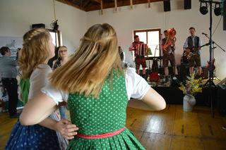 Bei der Bezirksmostkost der Landjugend Bezirk Scheibbs im Hause Hochstraß bei Familie Aigner in Scheibbsbach wurde das Tanzbein geschwungen.