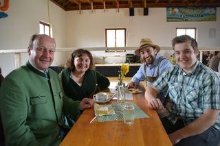 Stellten ihren Bauernhof zur Verfügung: Franz, Maria, Daniel und Gabriel Aigner aus Scheibbsbach.