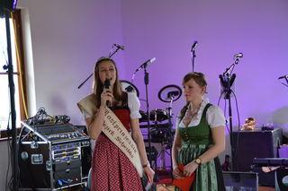 Die Spannung steigt: Die scheidenden Mostprinzessinnen Birgit Kaltenbrunner aus Steinakirchen am Forst und Anita Scharner aus Scheibbs stellen die Kandidatinnen für die Mostprinzessinnenwahl vor.