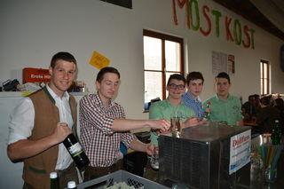 Versorgten die Besucher mit Getränken: Roman Eerber, Michael Henikl, Martin Zulehner, Thomas Wurzenberger und Andreas Zehetner.