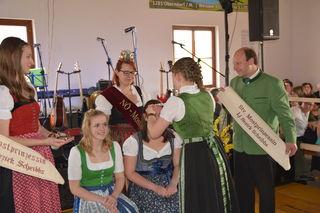 Es ist so weit: Kerstin Pöttinger aus Steinakirchen am Forst und Nicole Schrittwieser aus Scheibbs werden gekrönt.