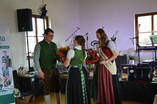 Blumen gab's für die scheidenden Mostprinzessinnen in Scheibbsbach.