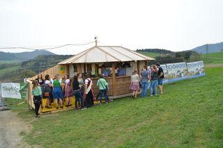 Die Jugend setzt auf Holz: Beim Bau ihrer Bars und Hütten setzt man bei der Landjugend im Bezirk Scheibbs auf den lebendigen Baustoff.