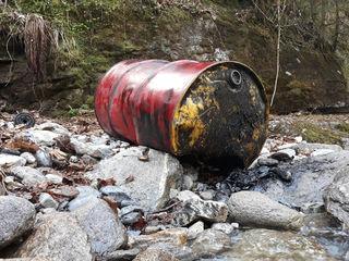 Illegale Entsorgung von Ölfässern im Zillergrund-fotocredit: ZOOM.TIROL