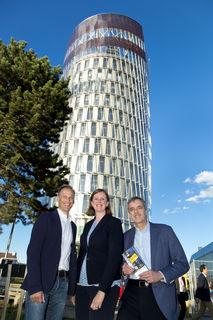 ORF-Meteorologe Marcus Wadsak, Wissenschaftslandesrätin Barbara Eibinger-Miedl und JR-Geschäftsführer Wolfgang Pribyl eröffneten die Lange Nacht der Forschung im Grazer Science Tower.