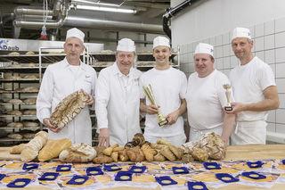 Meisterbäcker: (v.l.n.r.): Manfred Hausberger (Produktionsleiter), Karl Heinz Knapp (Produktionsleiter), Andreas Wallner (Produktentwicklung), Martin Weber (Teamleiter, Bäckerei), Karl Hauk (Mischer, Bäckerei)