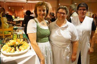 Sabine Pichler mit ihren Küchenfeen.