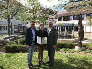 Patrick Fazekas (li.), Markus Schranz, Thomas Steiner bei der Zertifikatverleihung der JVP-Kaderschmiede.