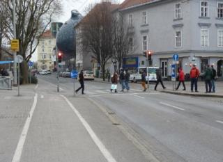 Grün für Fußgänger: Die Ampel auf der Mariahilferplatz-Seite des Erich-Edegger-Stegs wird weiter gleich funktionieren wie in der Testphase.