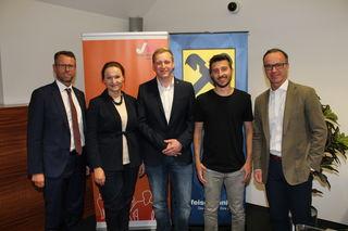 Stefan Sandberger (Vorstand RLB), Julia Zukrigl (JW Eferding), David Falkner (Obmann JW-Eferding), Peter Buchroithner und Chritian Schönhuber (Leiter Raiffeisenbank Eferding)