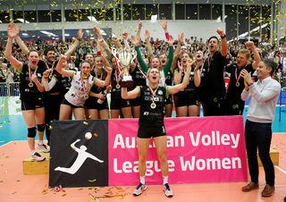 Sensationell: UVC-Kapitänin Eva Dumphart (m.) und Co. bejubeln den österreichischen Meistertitel.