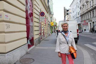 Für Christina Schlosser, Bezirksparteiobfrau ÖVP, ist der Bereich rund um die Ladezone Ecke Zieglergasse/Burggasse eine echte Gefahrenzone.
