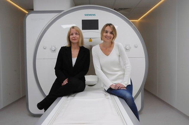 Das MRT-Gerät der Mistelbacher RadiologinnenElfriede Linhart und Silke Nowatschek darf nur auf Privatkosten laufen.