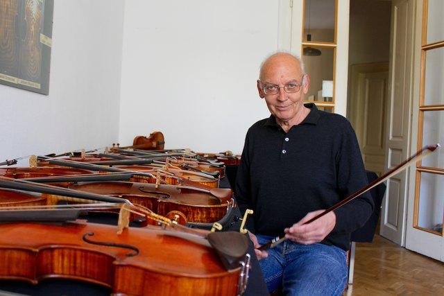 Christian Gann präsentiert in seiner Galerie 30 moderne Geigen, Bratschen, Celli und Bögen aus Meisterhand: Man darf sie nicht nur ansehen, sondern auch spielen!