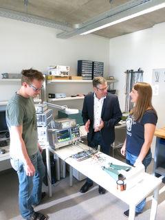 In Zusammenarbeit mit verschiedenen Unternehmen wird am Institut für Signalverarbeitung an der Zukunft geforscht.