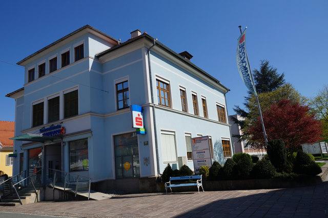 Die Sparkasse am Deutschlandsberger Hauptplatz wird noch heuer umgebaut und erweitert.
