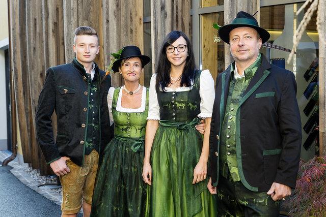 Die Familie Hochstrasser freute sich über die großen Erfolge bei der Landesprämierung und dem World Spirits Award.