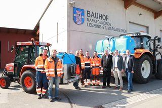 Die Arbeiter des Außendienstes und Bgm. Franz Labugger freuen sich über die Verbesserung in der Gemeinde.