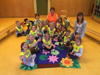 Quaxi und Abfallberaterinnen Conny und Monika vom AWS Schwechat im Kindergarten Moosbrunn