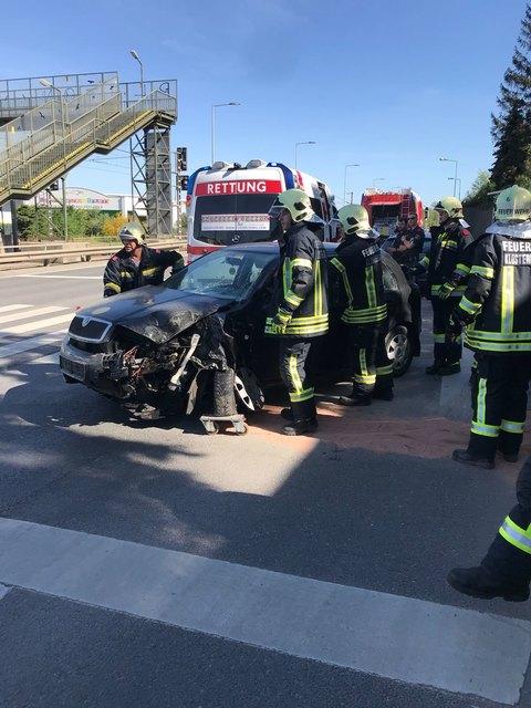 Es handelte sich glücklicherweise nicht um einen Fahrzeugbrand sondern um einen Verkehrsunfall.