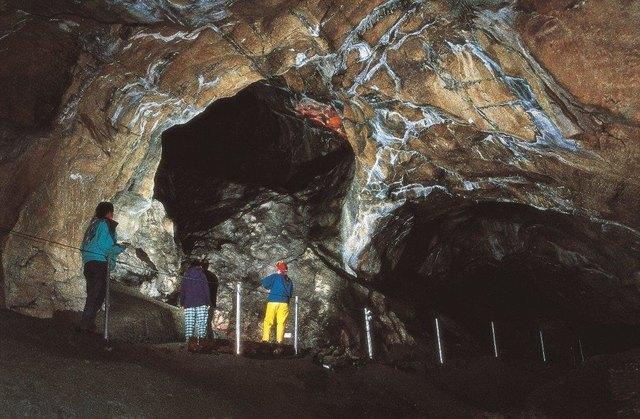 Im Klammkalk des Luxkogel haben sich riesige Hallen gebildet.