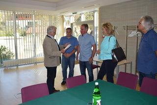 GR Christian Schwarz übergab die Unterschriften der Anrainer Bürgermeister Novomestsky.