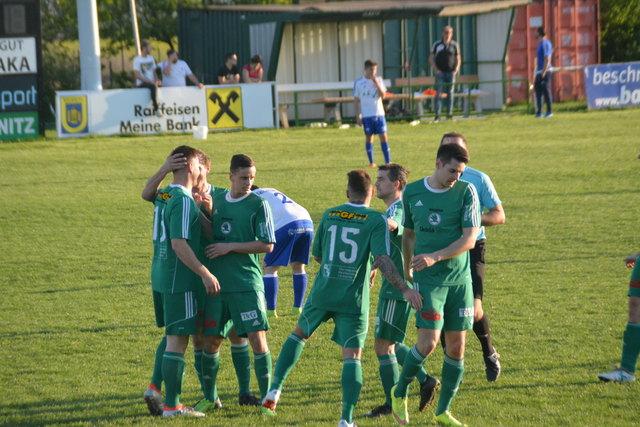 Die Rechnitzer Kicker bejubelten einen 5:0-Heimsieg gegen Großpetersdorf.