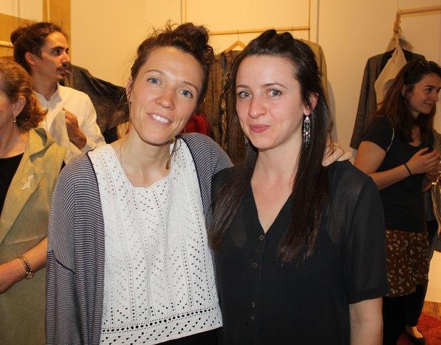 Designerin Teresa Mair und Catherina Bartolucci bei der Eröffnung.