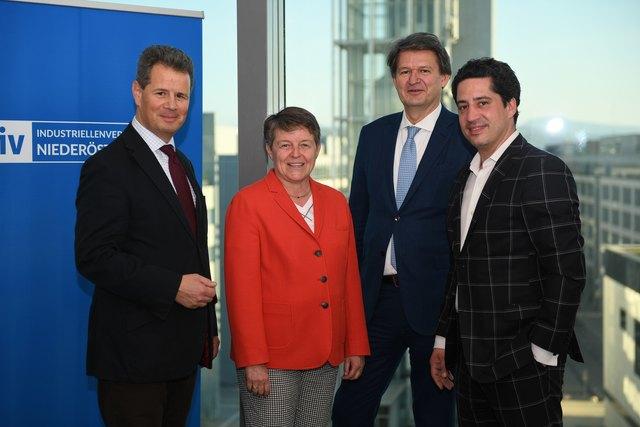IV-NÖ-Präsident Thomas Salzer, Managerin Brigitte Ederer, Kurier-Chefredakteur Helmut Brandstätter und Falter-Redakteur Josef Redl.