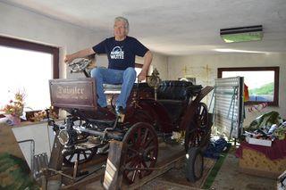 Hans Freithofnig auf seinem 1886er-Daimler