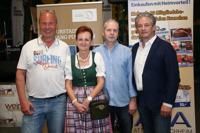 Ernst Reisinger, Erika Fehringer, Gerald Platzer und Bürgermeister Peter Groiß (v.l.) bei der Eröffnung des Weinfestes.