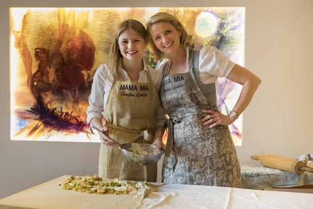 Josefine Gröller mit ihrer Mutter Monika Gröller