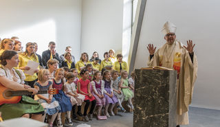 Festgottesdienst zur Wiedereröffnung von St. Michael mit Bischof Hermann Glettler, musikalisch gestaltet von Chören aus den Gemeinden.