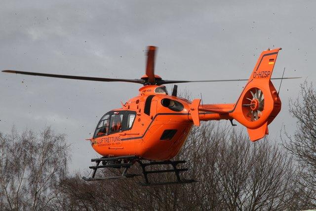 Unfall mit Fahrerflucht in Abtenau: Ein Schwerverletzter musste mit dem Hubschrauber ins Spital geflogen werden.