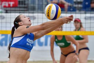 Sandige Abwechslung: Für Anja Dörfler geht es nach dem Hallen-Meistertitel auch im Beachvolleyball um Medaillen.