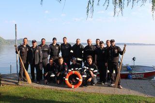 Das Gruppenfoto mit allen Teilnehmern beim Wasserdienstlager der Tauchgruppe 5 (Bereiche Hartberg, Weiz) in Weyregg am Attersee bei der Ausbildungsstätte des OÖ-Landesfeuerwehrverband.