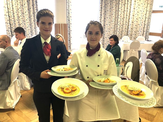 Bei der Fachprüfung der Tourismusschule Bergheidengasse zeigten die Schüler der Abschlussklassen ihr Können in Küche und Service.