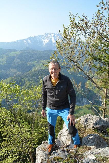Rudolf Gamsjäger aus Scheibbs beim Eingang zum Klettergarten am Hochbärneck, den er im November des Vorjahrs errichtet hat.