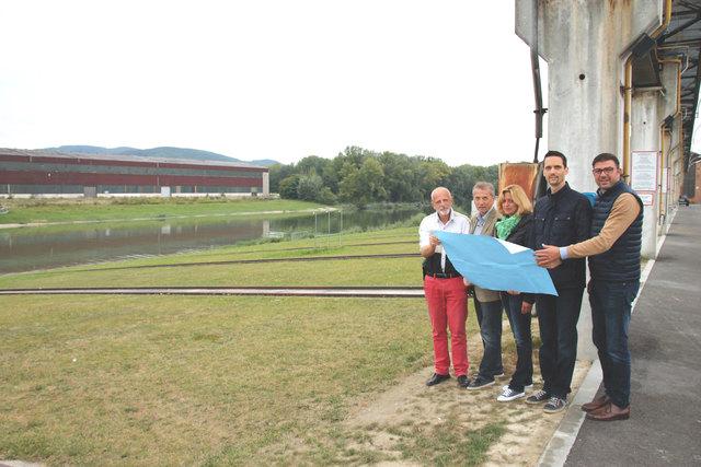 Das Korneuburger SPÖ-Team hat sich die Pläne für die Werft genau angesehen.